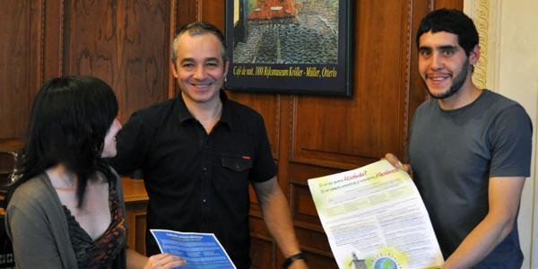 Entregamos la carta de responsabilidades medioambientales en el ayuntamiento