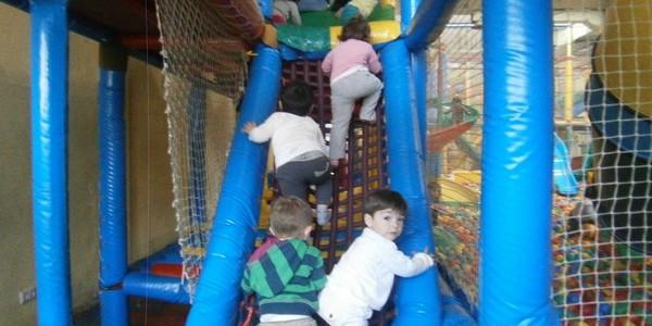 Los niños de 2 años en el Txiki Park
