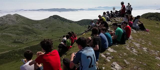 Los alumnos en la cima del monte Beloki