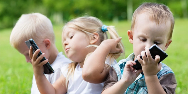 Niños y móviles